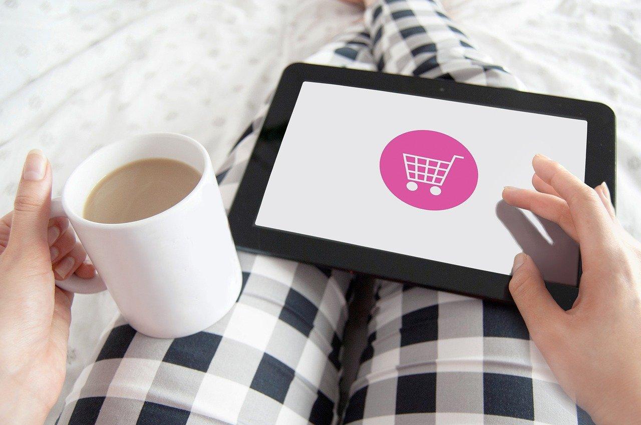 """""""Kupić, nie kupić"""" - Jak robić zakupy w sieci?"""