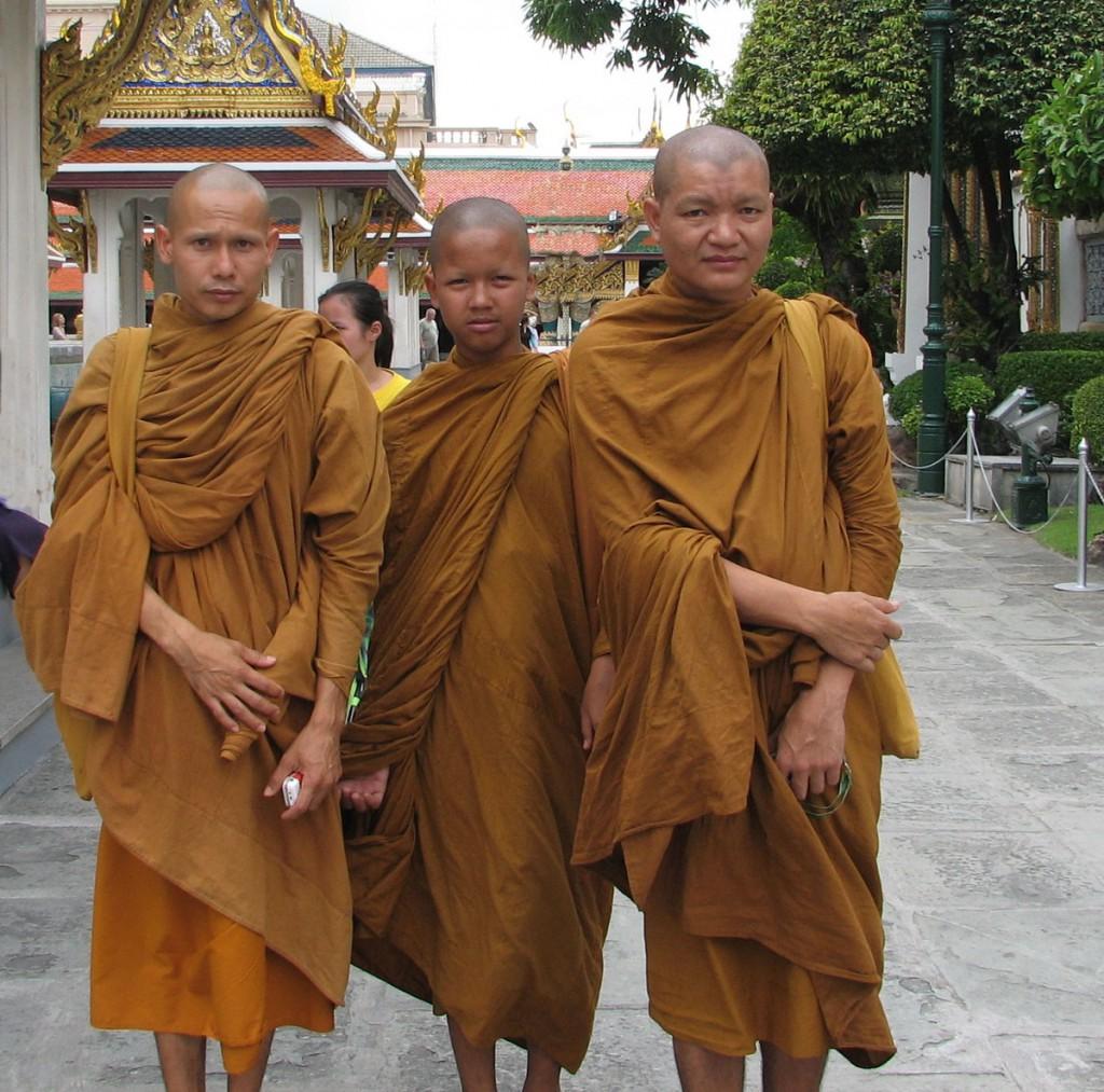 mnisi w drodze do klasztoru