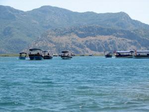 barki rzeczne przy ujściu rzeki Dalayan