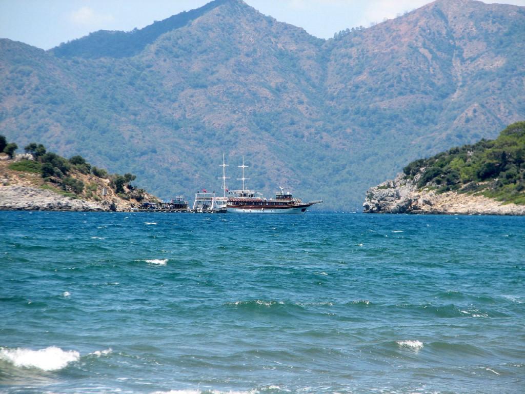 Statek na pełnym morzu przy ujściu rzeki Dalayan/ foto: Danuta Baranowska