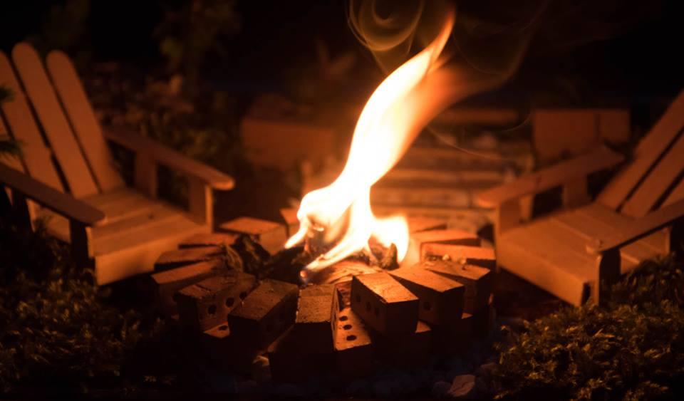 Prawdziwe ognisko w mini ogródku z okazji Nocy Kupały