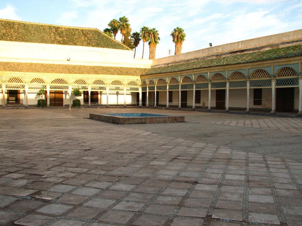 dziedziniec w haremie pałacu El-Bahia