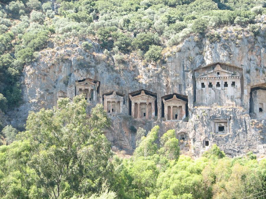 Grobowce likijskie w Turcji