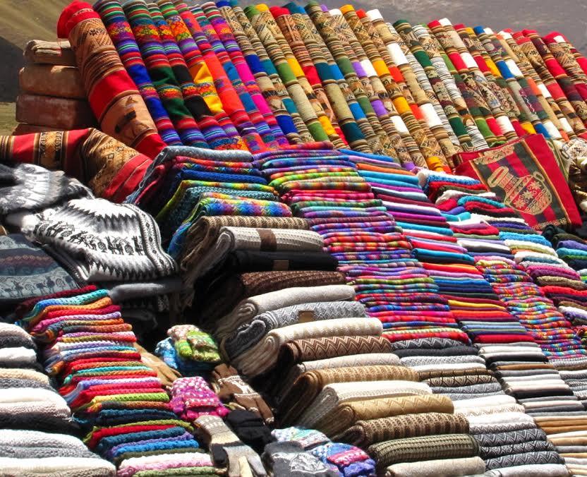 Kolorowe wyroby z Centrum Tkactwa