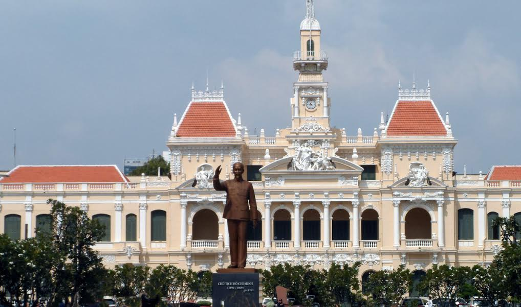Komitet Ludowy z pomnikiem Ho Chi Minha