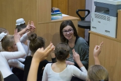 Autroka na spotkaniu z najmłodszymi czytelnikami w bibliotece