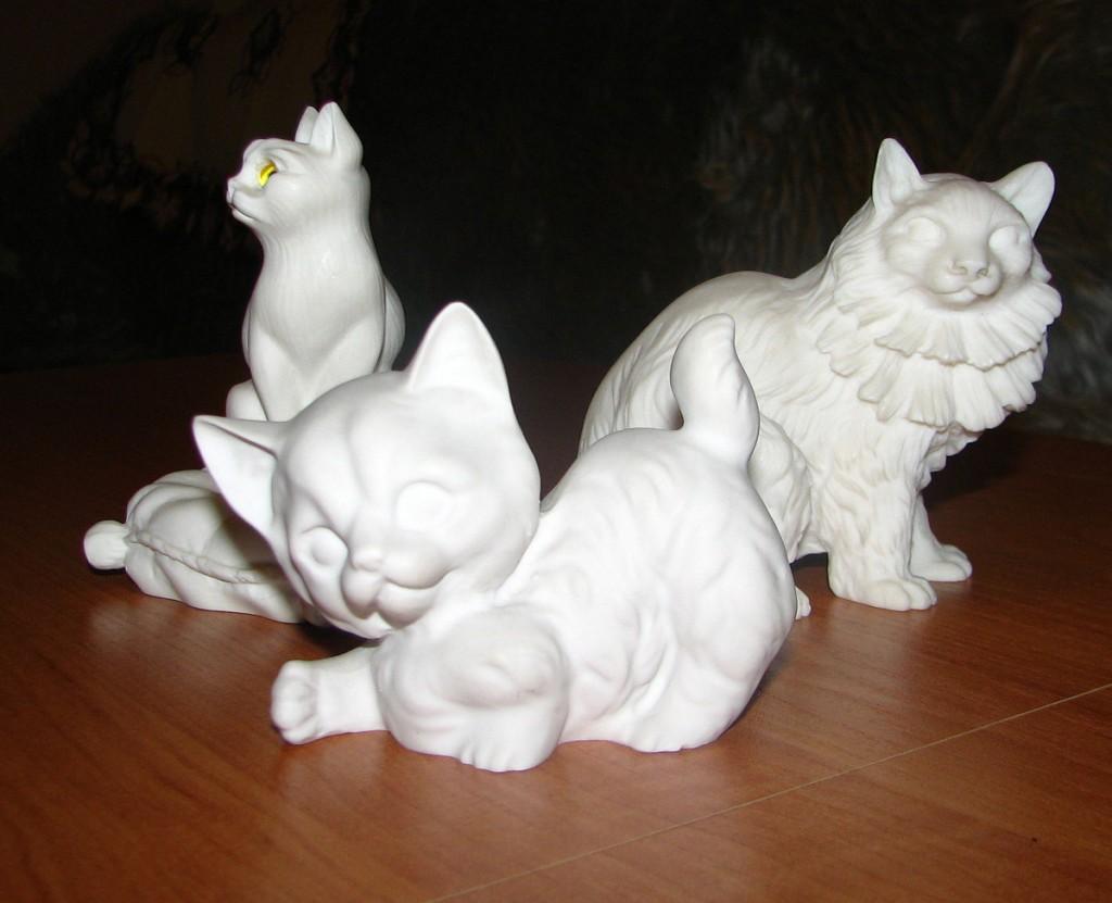 alabastrowe koty z Grecji