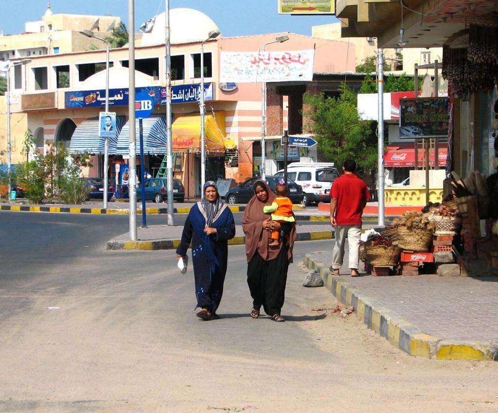Asuan kobiety na ulicy