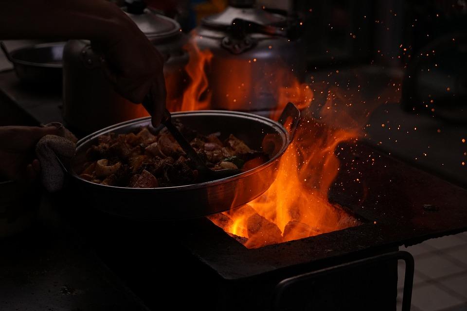 SŁÓW KILKA WRÓBLA ĆWIRKA: Skuteczny sposób na reanimację przypalonego garnka.
